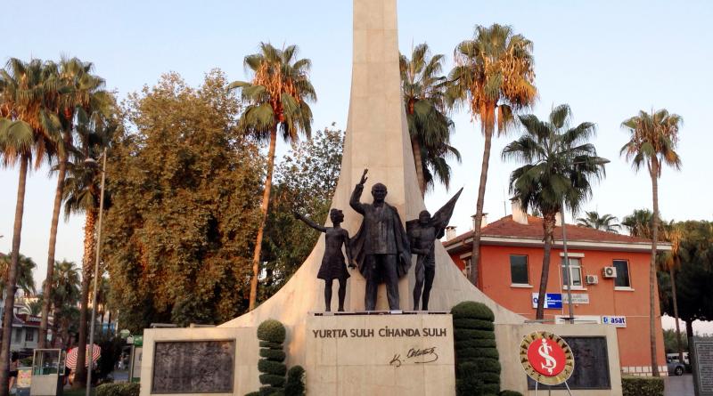 Atatürk statuen, hvem er atatürk, tyrkiets leder, ferie i alanya, fakta om alanya, oplevelser i alanya