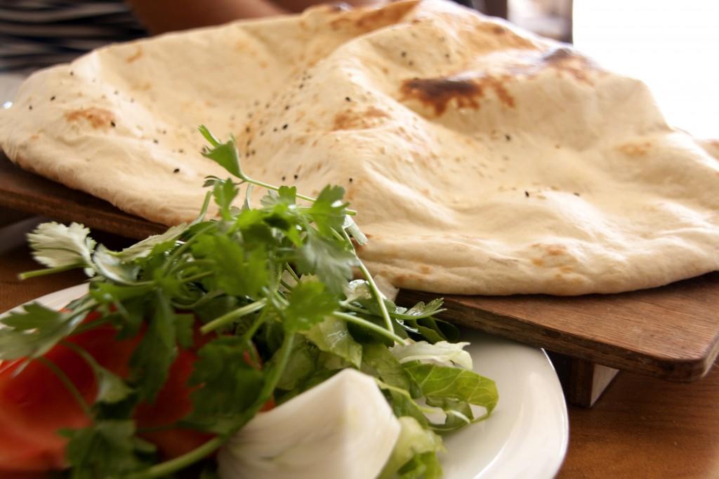 lavas brød opskrift, fladbrød opskift, lavas opskrift, fladbørds dips opskrift, tyrkisk mad opskrifter, opskrifter på tyrkisk mad, opskrift tyrkisk, tyrkisk opskrift på blad, tyrkisk pandekagebrød, fladbrød fra alanya, fladbrød fra tyrkiet