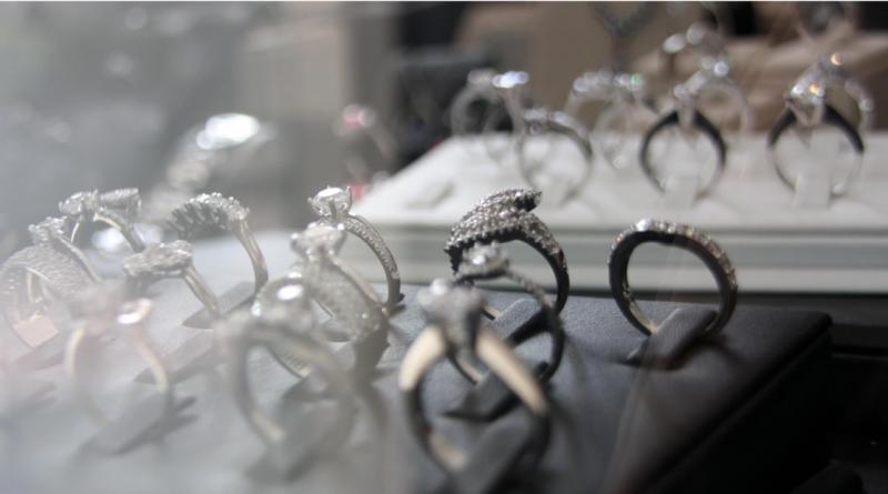 Specialdesignet smykker, specialdesignet, Special designet smykker, Special designet smykker i Alanya, Special designet smykker i Tyrkiet, håndlavet smykker i alanya, kopismykker i alanya, skandinaviske designere i alanya, smykkeforretning i alanya, guldsmed i alanya, fakta om alanya, nyheder fra alanya, historier fra alanya, hvad sker der i alanya, guide til alanya,