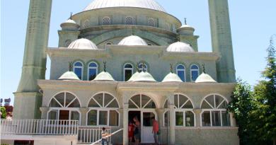 Besøg en moske, hvordan kan man besøge en moske, må man besøge en moske, moske i alanya, moske i Tyrkiet, alanya moske, er det fri adgang i moskeen, hvornår er der muslimsk bøn