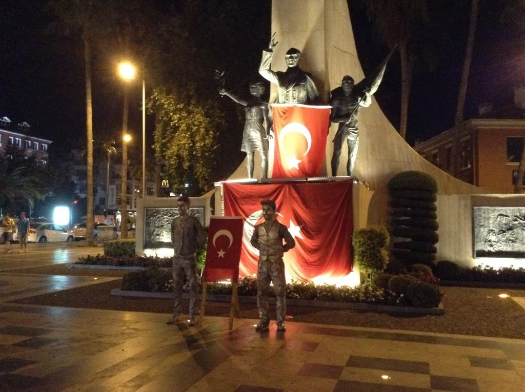 demonstration i alanya, er alanya sikkert at rejse til, alanya er sikkert, ferie i alanya, ataturk statuen, fredelig demonstration