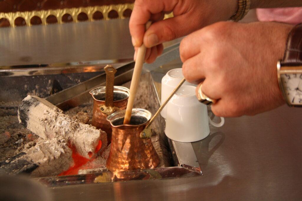 Cerze kande, tyrkisk kaffe, opskrift på tyrkisk kaffe, tyrkisk kaffe opskrift, fakta om tyrkisk kaffe, tyrkisk kaffe opskrifter, spå i tyrkisk kaffe,