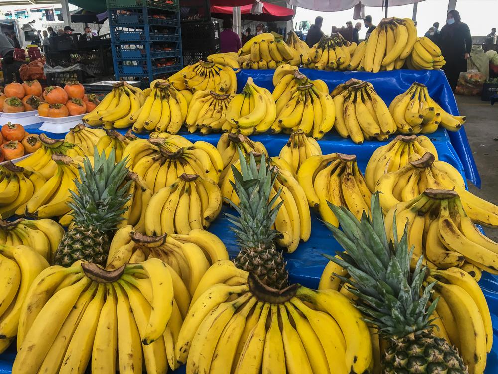 Alanya december bazar, alanya sæson frugter, hvad er på sæson i december, bazar i alanya, frugter fra Alanya, Alanya frugter, bananer fra Alanya, ananas, Alanya ananas,