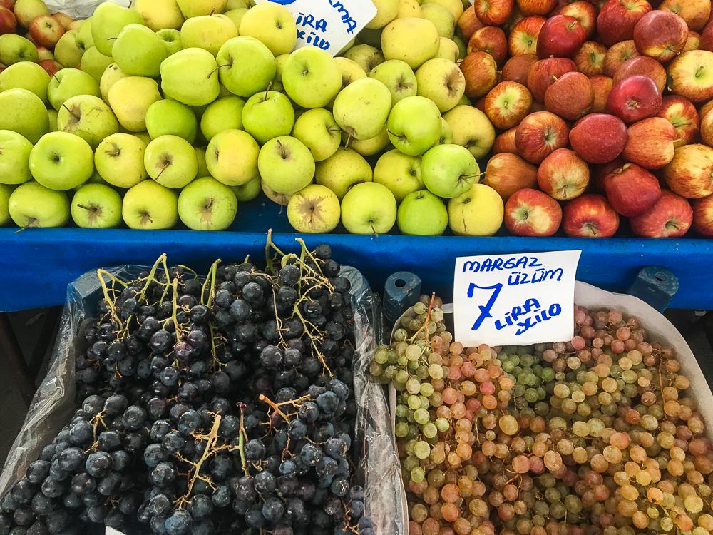 Alanya december bazar, alanya sæson frugter, hvad er på sæson i december, bazar i alanya, frugter fra Alanya, Alanya frugter, vindruer fra Tyrkiet, eksotiske frugter i Tyrkiet