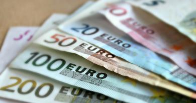 spar penge på rejsen, sådan spare du penge på rejsen, rejs billigt, sådan spare du penge på ferien, spar penge i alanya, hvor mange penge må man rejse med, skattefri beløber til rejsen, rejs med penge