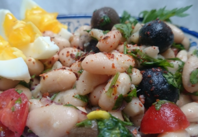Fasulye piyazi – tyrkisk bønnesalat med hvide bønner