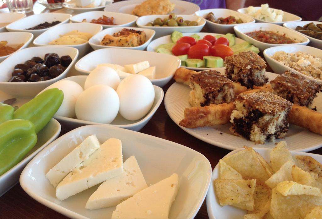 Spis Som En 230 Gte Tyrker Morgen Middag Og Aften Alanya