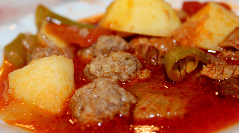 topalak, tyrkiske topalak, tyrkiske kødboller, tyrkisk mad, tyrkiske opskrifter, opskrifter på tyrkisk mad, opskrifter på tyrkisk suppe med kødboller, suppe med topalak, tyrkisk landsby supper, suppe fra tyrkiet,