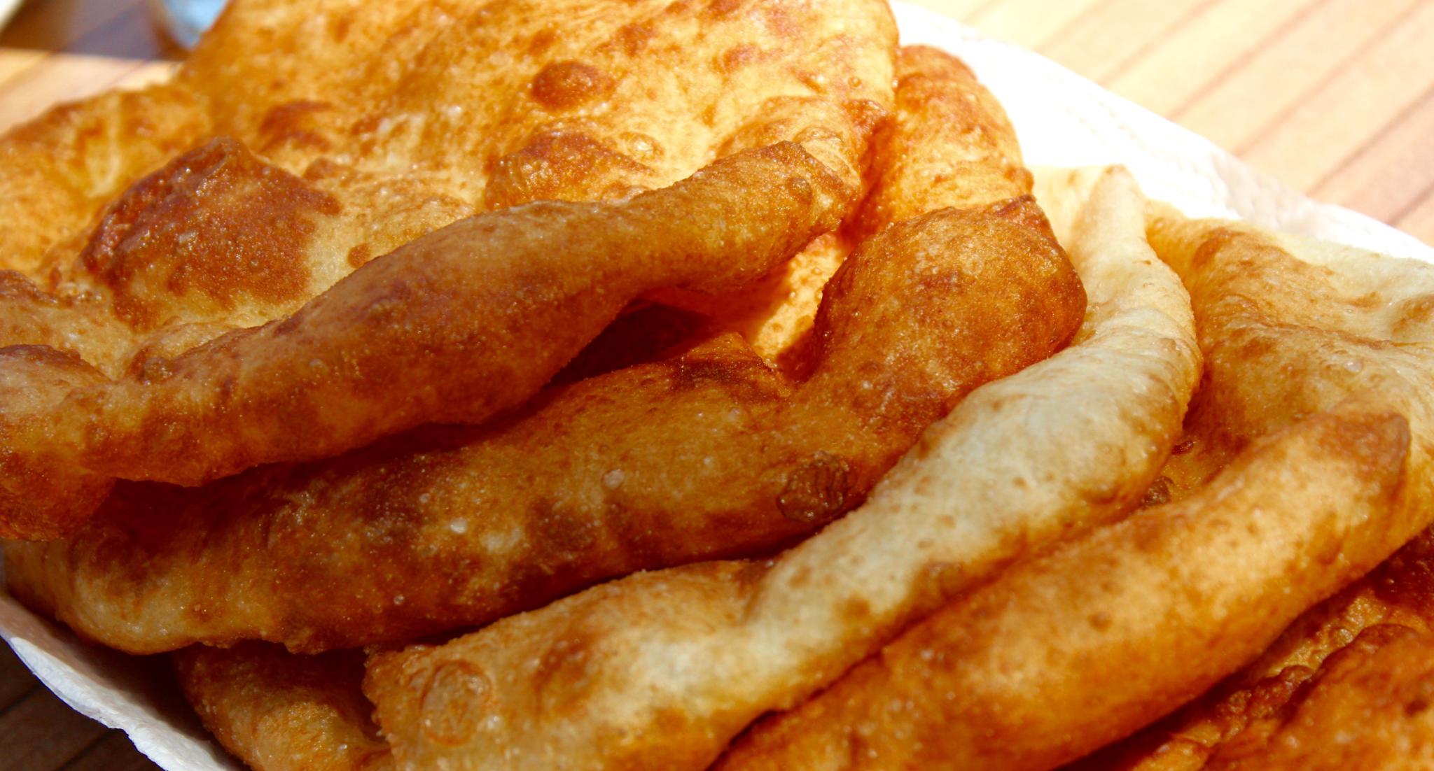 Opskrift på Pişi - Tyrkiske pandekagebrød. • Alanya.Dk
