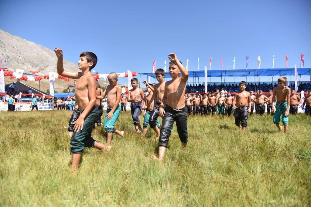 oliebrydning alanya, Gökbel, oliefightning, festival alanya, alanya oliebrydning, festivaller i alanya, tyrkiets nationalsport