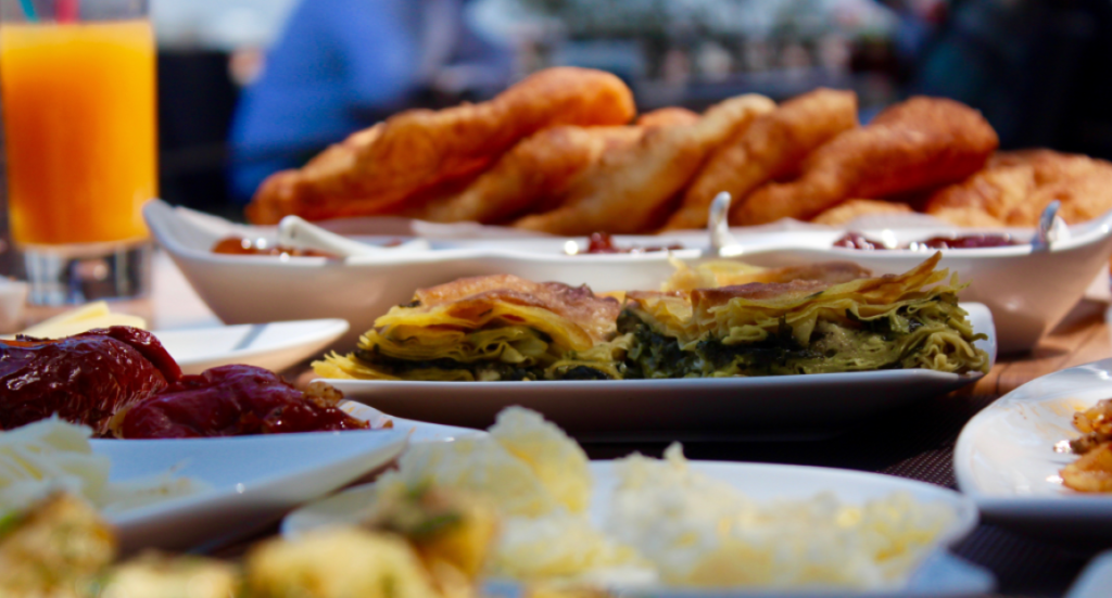 tyrkisk morgenmad, morgenmad tyrkiet, sådan laver du tyrkisk morgenmad, tyrkisk mad, verdens bedste mad