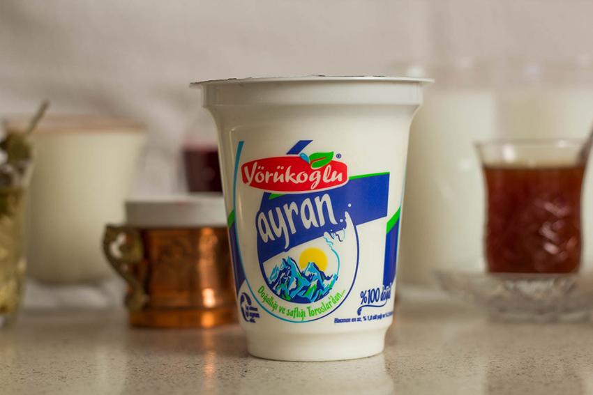 Ayran, tyrkiske drikkevare, ting du skal smage i Tyrkiet, Tyrkisk youghurt drik, saltet yoghurtdrik