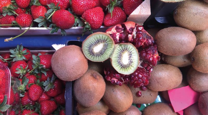 Markeder i Alanya, Bazar i Alanya, maj måned i Alanya, frugt og grøntsager i Tyrkiet, Kiwi, Jordbær, granatæbler, tyrkiske jordbær, tyrkiske kiwi, tyrkisk granatæbler, fakta om Alanya, Fakta om Tyrkiet